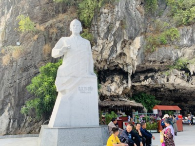 A statue of Hermann Titov in the harbour of Ti Top island.  This is white.