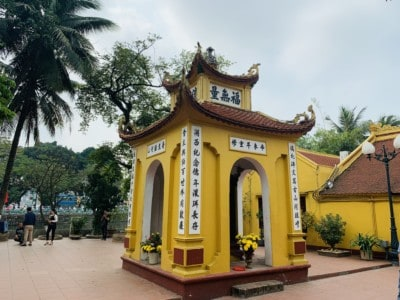 A small yellow temple that you can see in the complex when you visit the Tran Quoc Pagoda