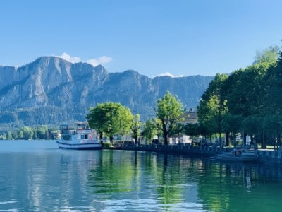 The clear blue lake in Mondsee with mountains in the background