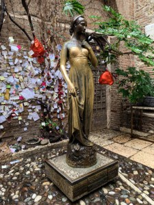 The bronze statue of Juliet at Casa di Giulietta.  She is wearing a dress and is stood on a pedestal.