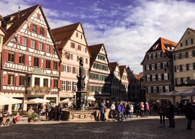 Day trips from Stuttgart: Tubingen's town square that you can visit with its timbered buildings and a fountain in the middle