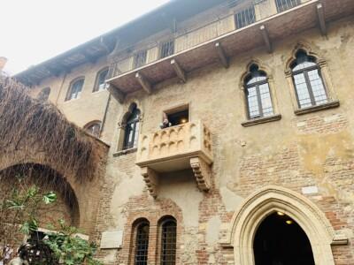 Juliet's balcony that you will see if you visit Casa di Giulietta in Verona